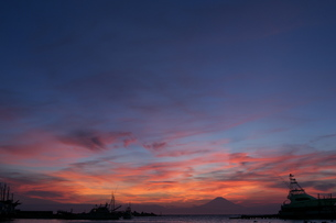 夕焼け富士の写真素材 [FYI00436709]