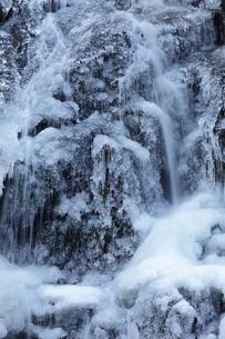 冬の滝の写真素材 [FYI00436989]