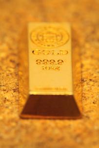 金の塊の写真素材 [FYI00437129]