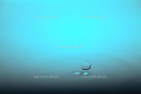 落下中の水の素材 [FYI00437181]