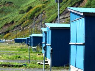 海岸の並んだ小屋の写真素材 [FYI00437334]