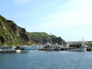 静かな港の風景の写真素材 [FYI00437353]
