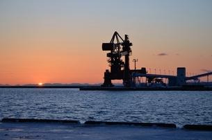 日没の港の写真素材 [FYI00437412]