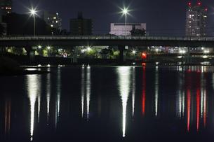 夜の橋の写真素材 [FYI00437550]