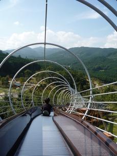 滑り台からの景色の写真素材 [FYI00437654]