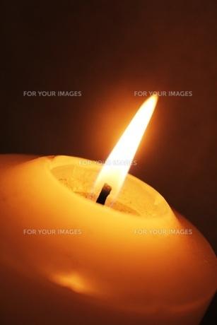キャンドルの灯りの写真素材 [FYI00437724]