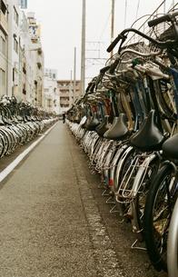 自転車置き場の写真素材 [FYI00438966]