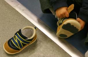 小さい靴の写真素材 [FYI00438990]