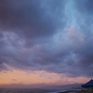 朝焼けの空の写真素材 [FYI00439018]