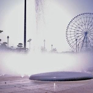 噴水と観覧車の写真素材 [FYI00439034]