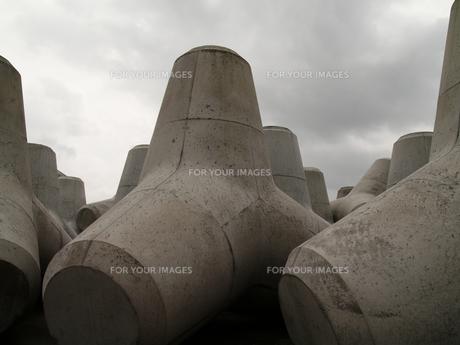 陸上のテトラポットの写真素材 [FYI00439336]