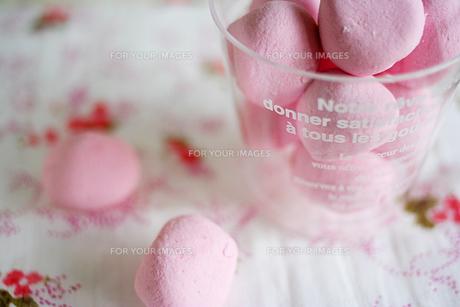 ピンクのマシュマロ(横写真)の写真素材 [FYI00439450]