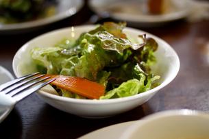 フレッシュなサラダの写真素材 [FYI00439527]
