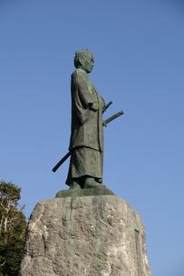 室戸岬の中岡慎太郎像横向きの写真素材 [FYI00439757]