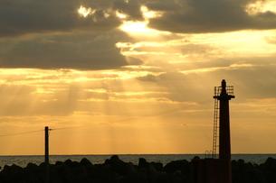 光のシャワー光芒後光の写真素材 [FYI00439790]