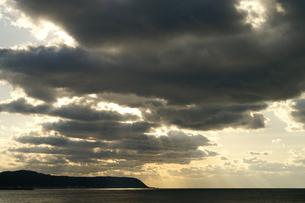 雲 光のカーテンの写真素材 [FYI00439797]