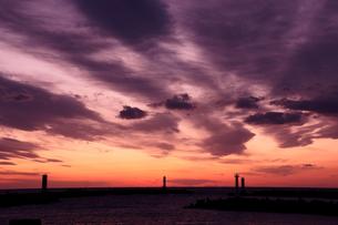 夕暮れの空と灯台の写真素材 [FYI00439835]