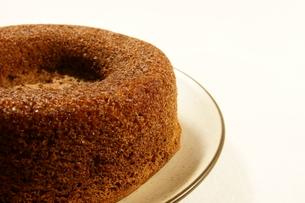 ケーキ シフォンケーキ ココアシフォンケーキの写真素材 [FYI00439898]