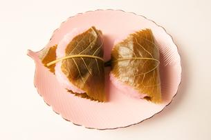 餅 もち 桜餅 の写真素材 [FYI00439918]