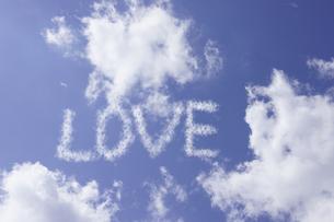 雲 文字 LOVE  愛の写真素材 [FYI00439986]