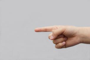 右手 指さすの写真素材 [FYI00440031]