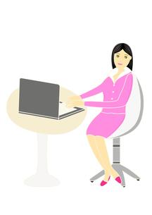 パソコンを操作する女性のイラストの写真素材 [FYI00440207]