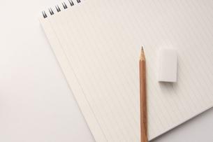 ノートと鉛筆と消しゴムの写真素材 [FYI00440260]