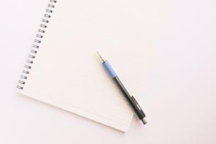 ノートとホールペンの素材 [FYI00440276]