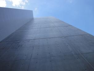 壁と空の写真素材 [FYI00440363]