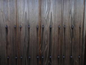 武家屋敷の木門の写真素材 [FYI00440391]