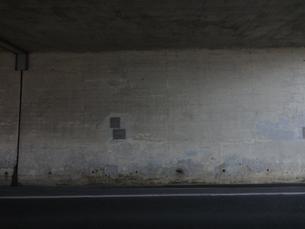 高架下の壁の写真素材 [FYI00440396]