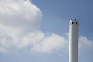 焼却場の煙突の写真素材 [FYI00440467]