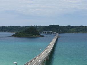 スカイブルー角島大橋の写真素材 [FYI00441014]