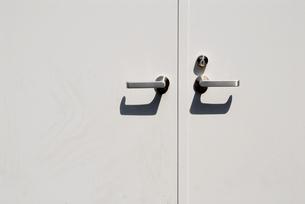 白い扉の写真素材 [FYI00441174]