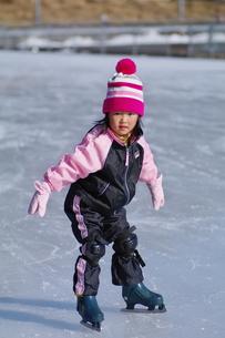 初めてのアイススケートの写真素材 [FYI00441397]