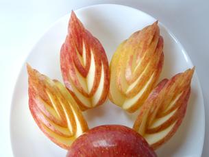りんごの飾り切りの写真素材 [FYI00442081]