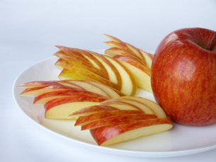 りんごの飾り切りの写真素材 [FYI00442094]