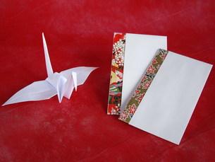 折り鶴とポチ袋の写真素材 [FYI00442096]