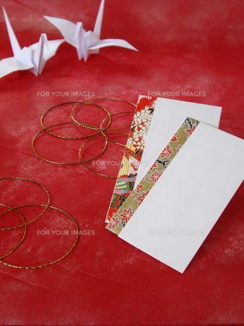 折鶴とポチ袋の写真素材 [FYI00442097]