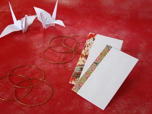 折鶴とポチ袋の写真素材 [FYI00442128]