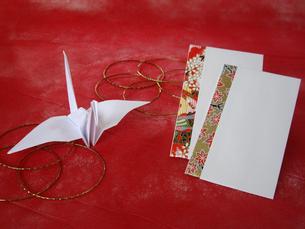 折鶴とポチ袋の写真素材 [FYI00442129]