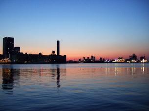 朝焼けの東京湾の写真素材 [FYI00442239]