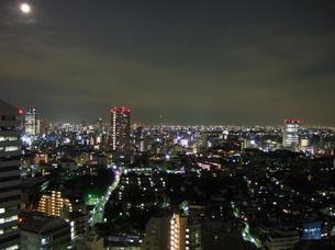 月と渋谷から代官山方面の夜景の写真素材 [FYI00442302]