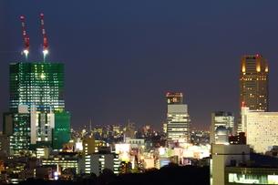 工事中の渋谷ヒカリエとセルリアンタワーの写真素材 [FYI00442321]