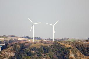 2基の風車の写真素材 [FYI00442393]