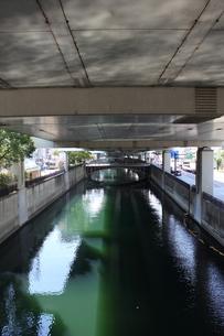 横浜・堀川と谷戸橋の写真素材 [FYI00442531]