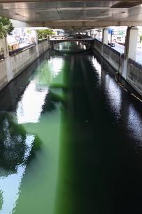 横浜・堀川と谷戸橋の写真素材 [FYI00442534]