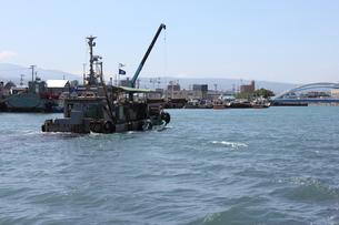 青森・提川と小型船舶の写真素材 [FYI00442727]
