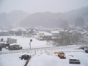 岩手県普代村の雪景色(普代村役場から南西方向)の素材 [FYI00443031]