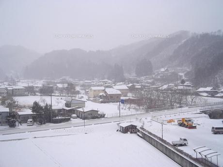 岩手県普代村の雪景色(普代村役場から南西方向)の素材 [FYI00443039]